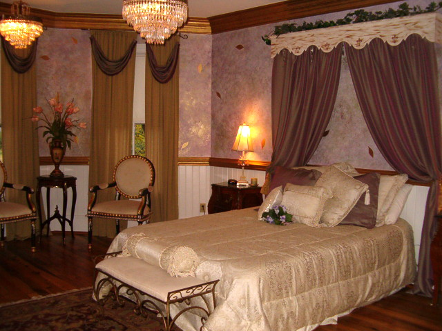Honeymoon Suite at the Matthews House (1)